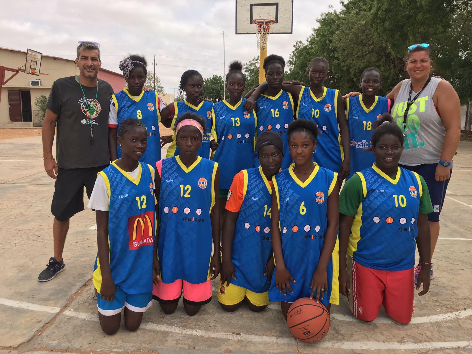 L'ONG REC In Your Memory, ja ha pogut entregar el material de bàsquet als joves de Louga
